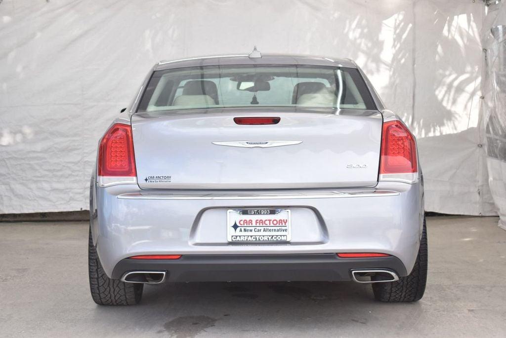 2015 Chrysler 300 4dr Sedan Limited RWD - 18550626 - 5
