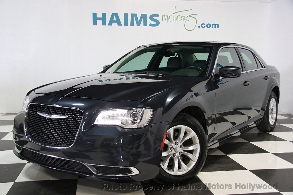 2015 Chrysler 300 4dr Sedan Limited RWD - 16543092 - 0