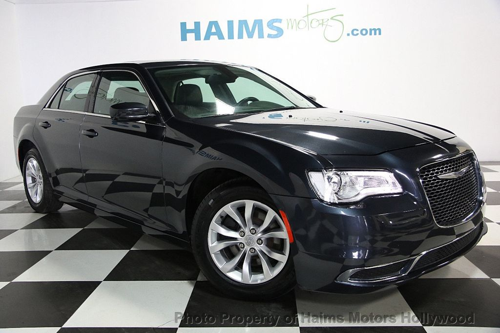 2015 Chrysler 300 4dr Sedan Limited RWD - 16543092 - 2