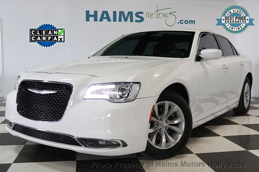 2015 Chrysler 300 4dr Sedan Limited RWD - 17590541 - 0