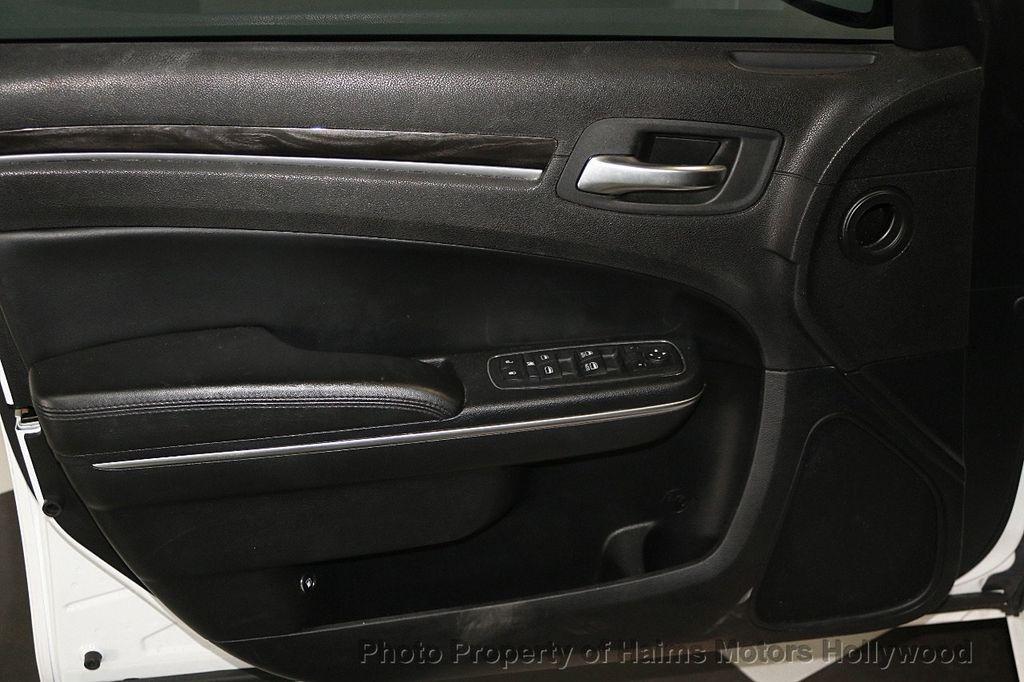 2015 Chrysler 300 4dr Sedan Limited RWD - 17590541 - 9