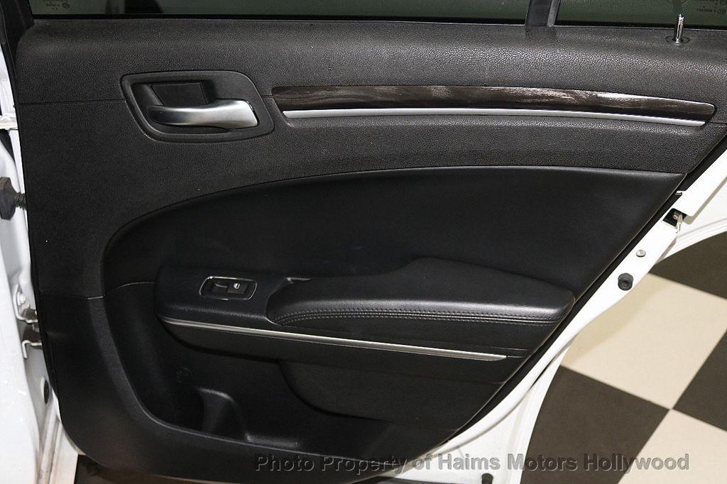 2015 Chrysler 300 4dr Sedan Limited RWD - 17590541 - 11