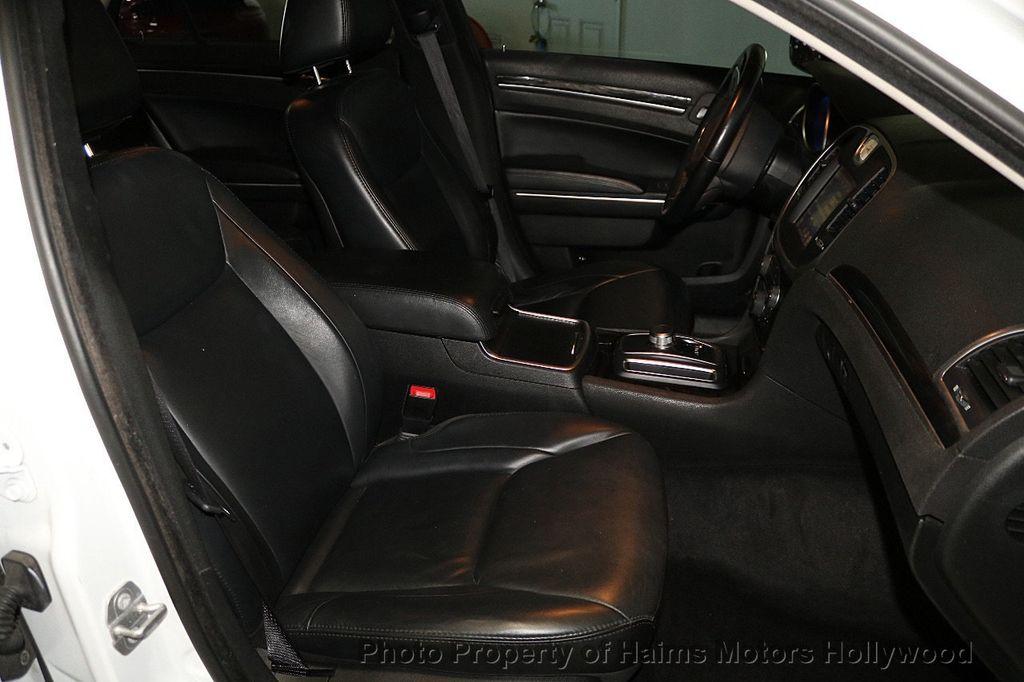 2015 Chrysler 300 4dr Sedan Limited RWD - 17590541 - 13