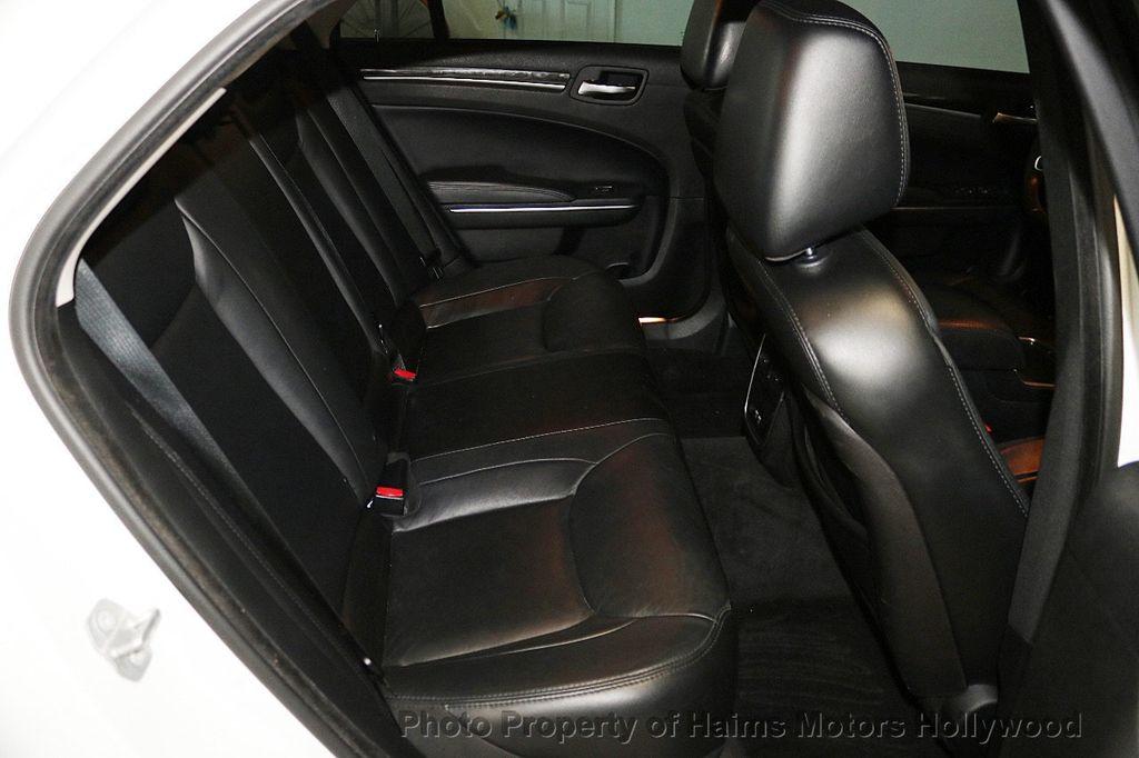 2015 Chrysler 300 4dr Sedan Limited RWD - 17590541 - 14