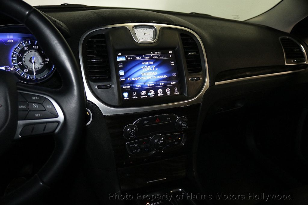 2015 Chrysler 300 4dr Sedan Limited RWD - 17590541 - 18