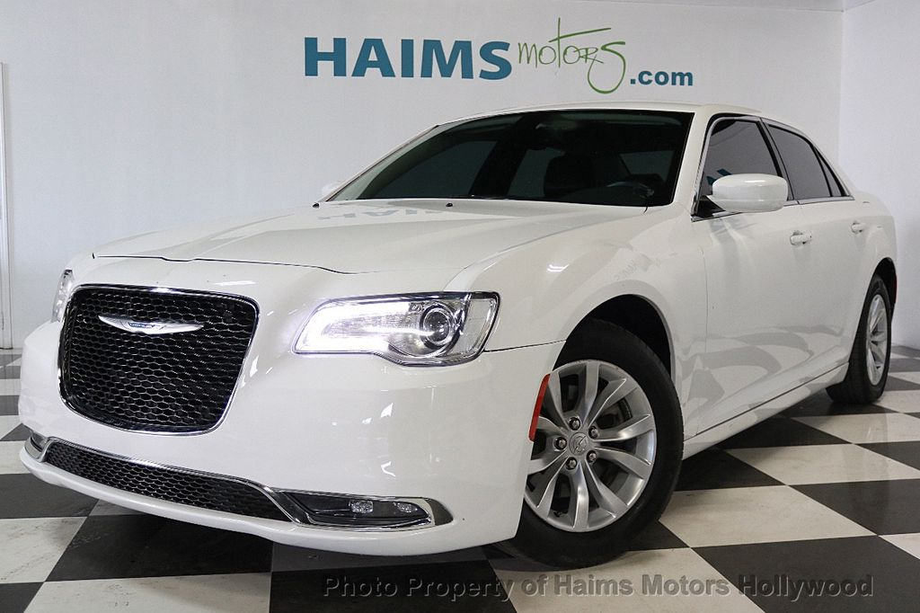 2015 Chrysler 300 4dr Sedan Limited RWD - 17590541 - 1