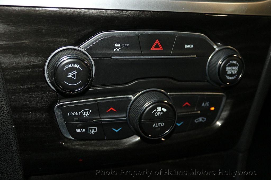 2015 Chrysler 300 4dr Sedan Limited RWD - 17590541 - 19