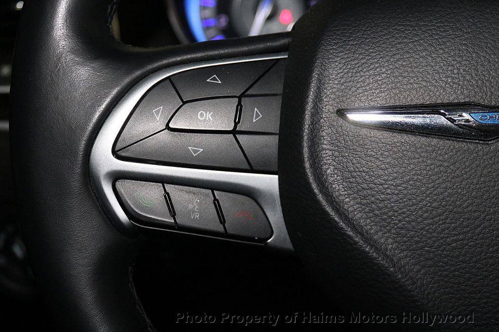 2015 Chrysler 300 4dr Sedan Limited RWD - 17590541 - 22
