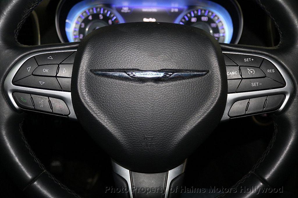 2015 Chrysler 300 4dr Sedan Limited RWD - 17590541 - 24