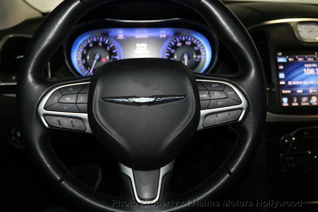 2015 Chrysler 300 4dr Sedan Limited RWD - 17590541 - 25