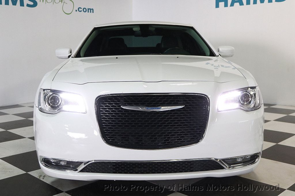 2015 Chrysler 300 4dr Sedan Limited RWD - 17590541 - 2