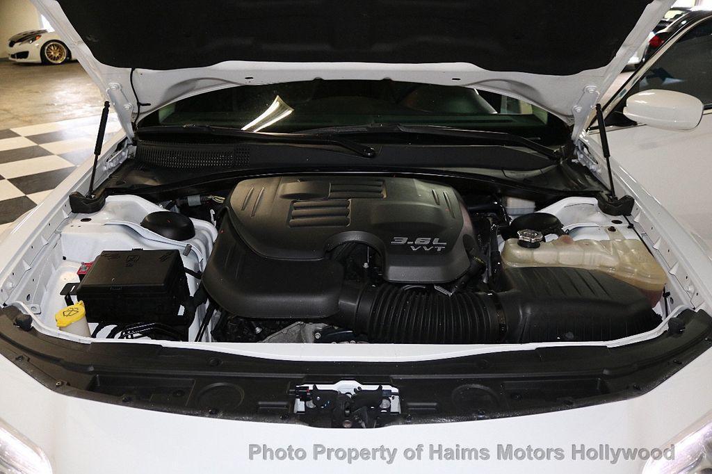 2015 Chrysler 300 4dr Sedan Limited RWD - 17590541 - 30