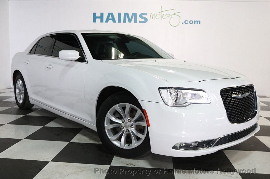 2015 Chrysler 300 4dr Sedan Limited RWD - 17590541 - 3