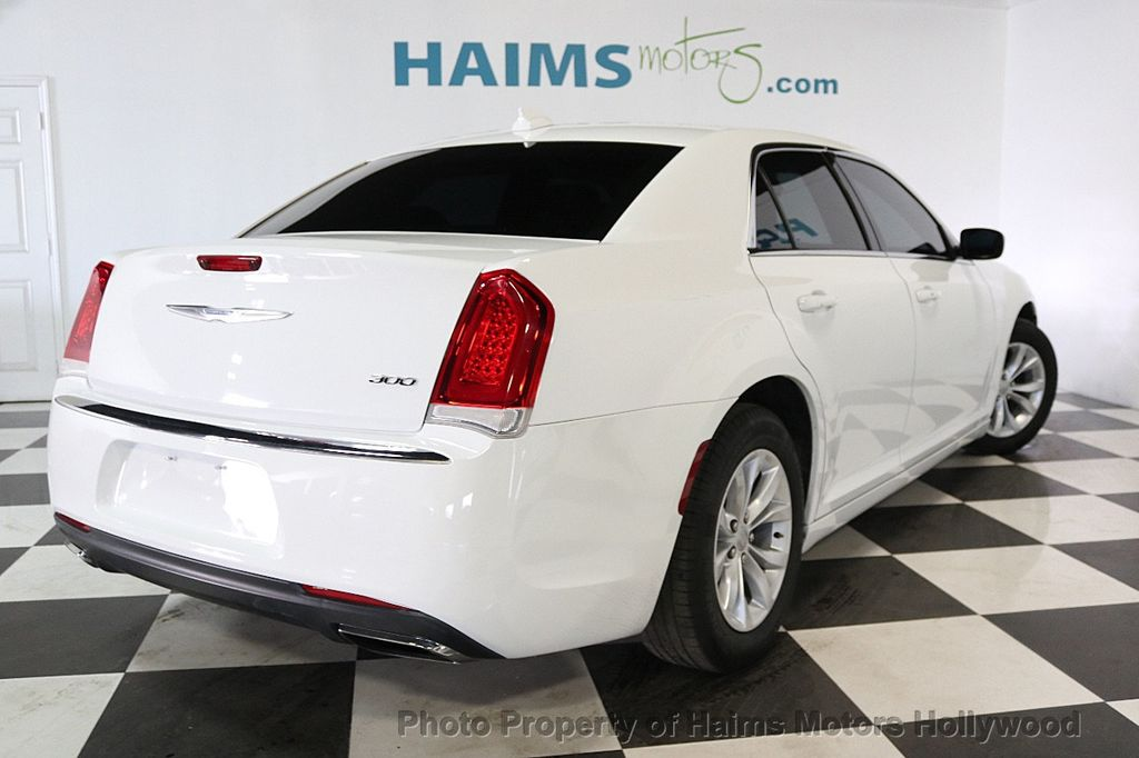 2015 Chrysler 300 4dr Sedan Limited RWD - 17590541 - 6