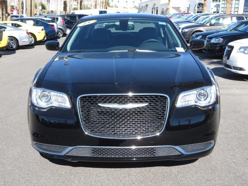 2015 Chrysler 300 4dr Sedan Limited RWD - 16857387 - 1