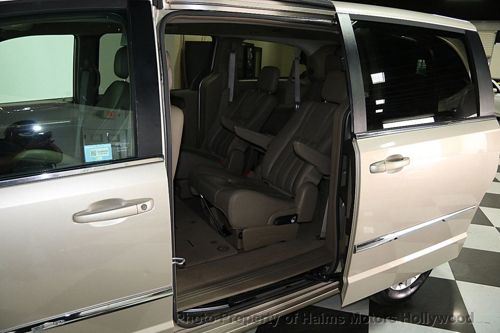 2015 Chrysler Town & Country 4dr Wagon Touring - 15817137 - 11