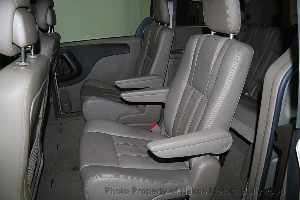 2015 Chrysler Town & Country 4dr Wagon Touring - 15817137 - 18