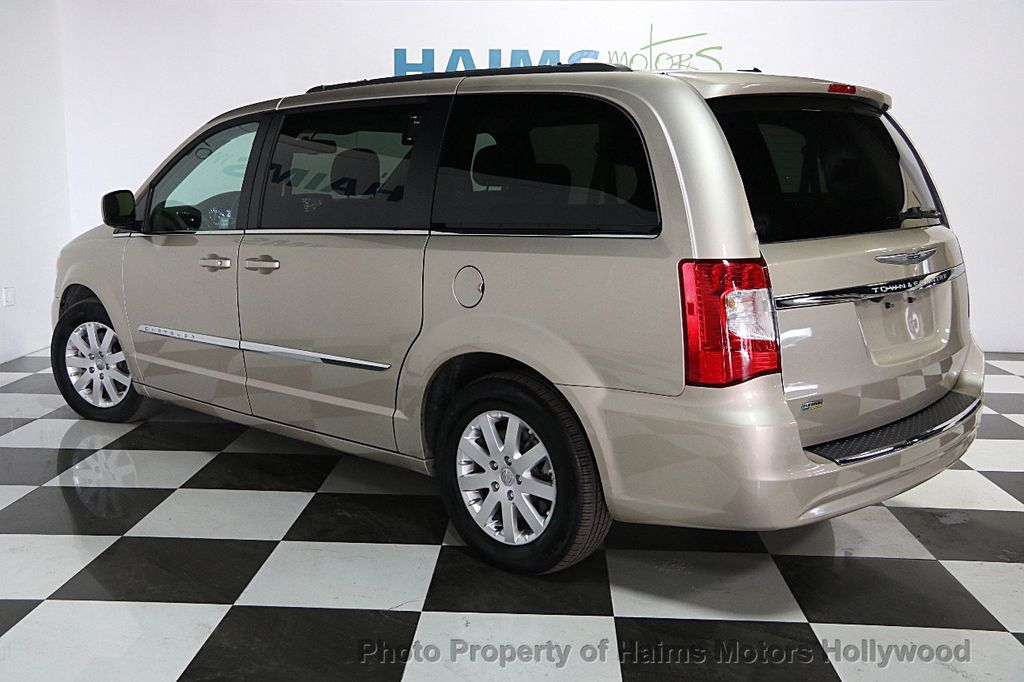2015 Chrysler Town & Country 4dr Wagon Touring - 15817137 - 3