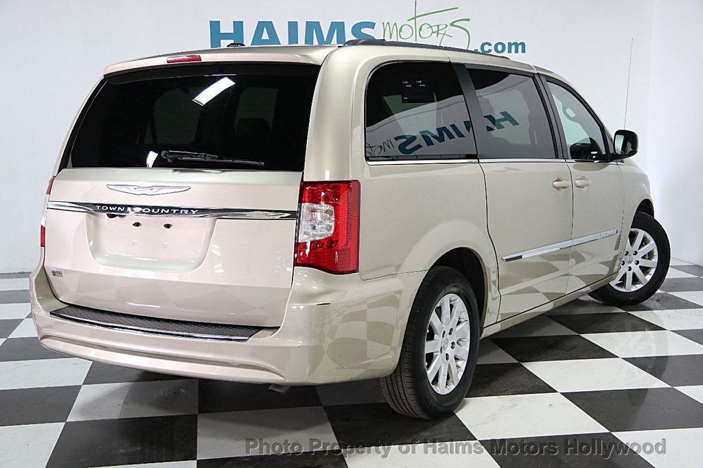 2015 Chrysler Town & Country 4dr Wagon Touring - 15817137 - 5