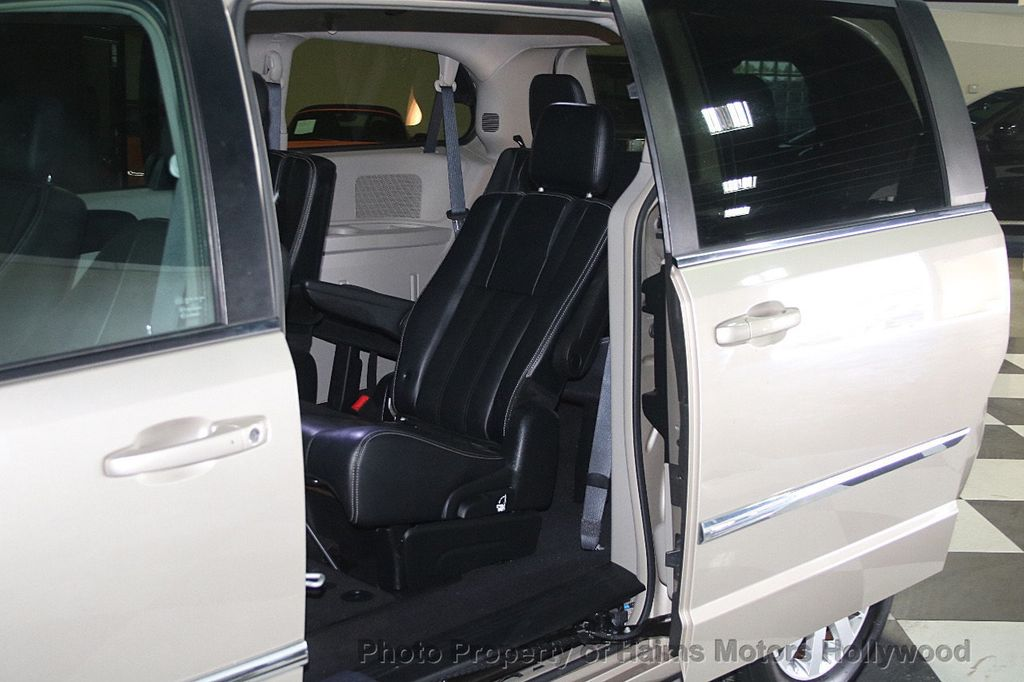 2015 Chrysler Town & Country 4dr Wagon Touring - 17426298 - 12