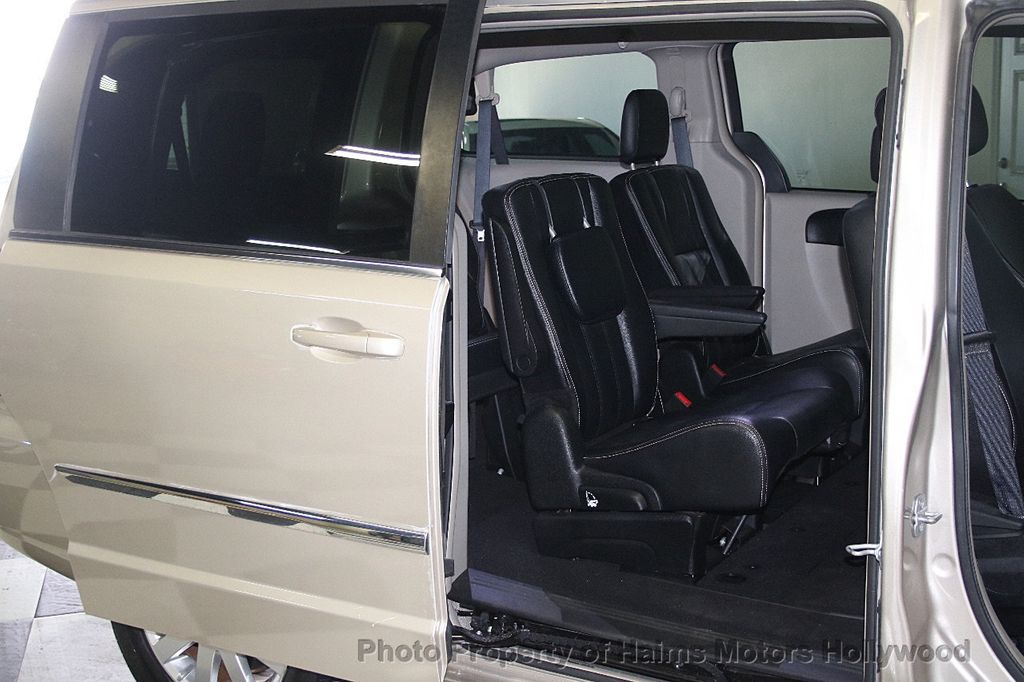 2015 Chrysler Town & Country 4dr Wagon Touring - 17426298 - 13