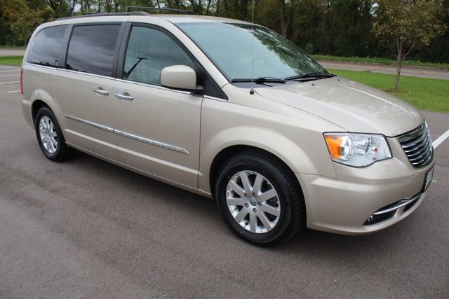 2015 Chrysler Town & Country TOURING LEATHER W/ BRAND NEW TIRES