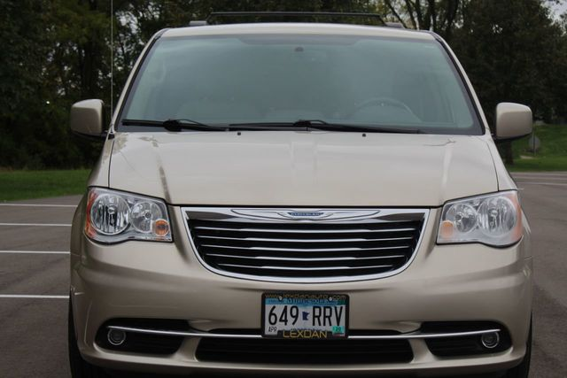 2015 Chrysler Town & Country TOURING LEATHER W/ BRAND NEW TIRES - Click to see full-size photo viewer