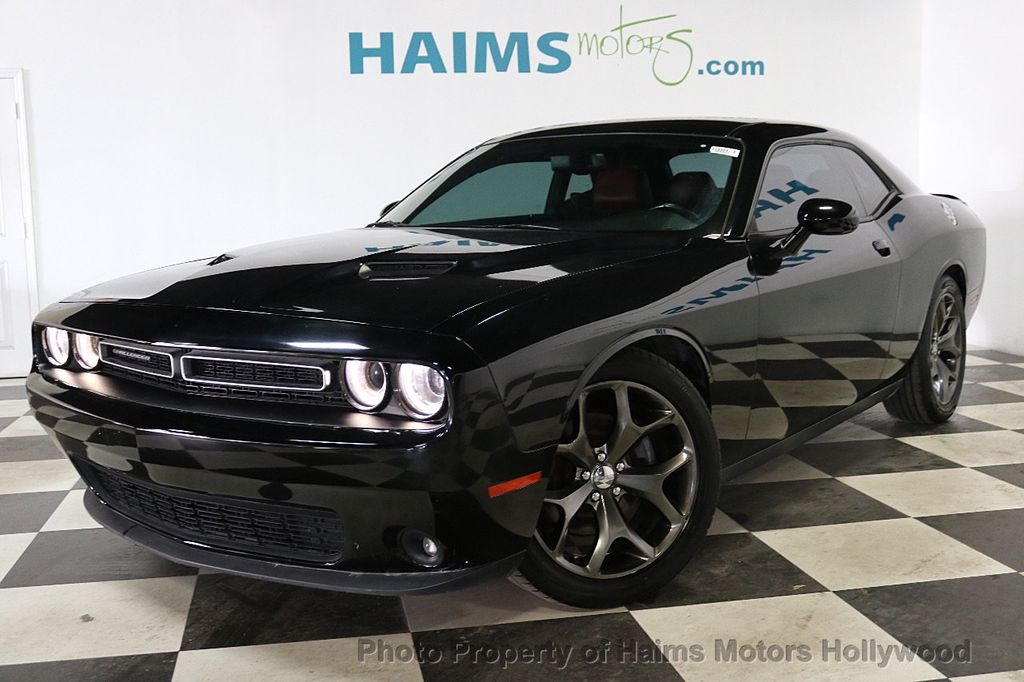 2015 Dodge Challenger 2dr Coupe SXT Plus - 18692697 - 1