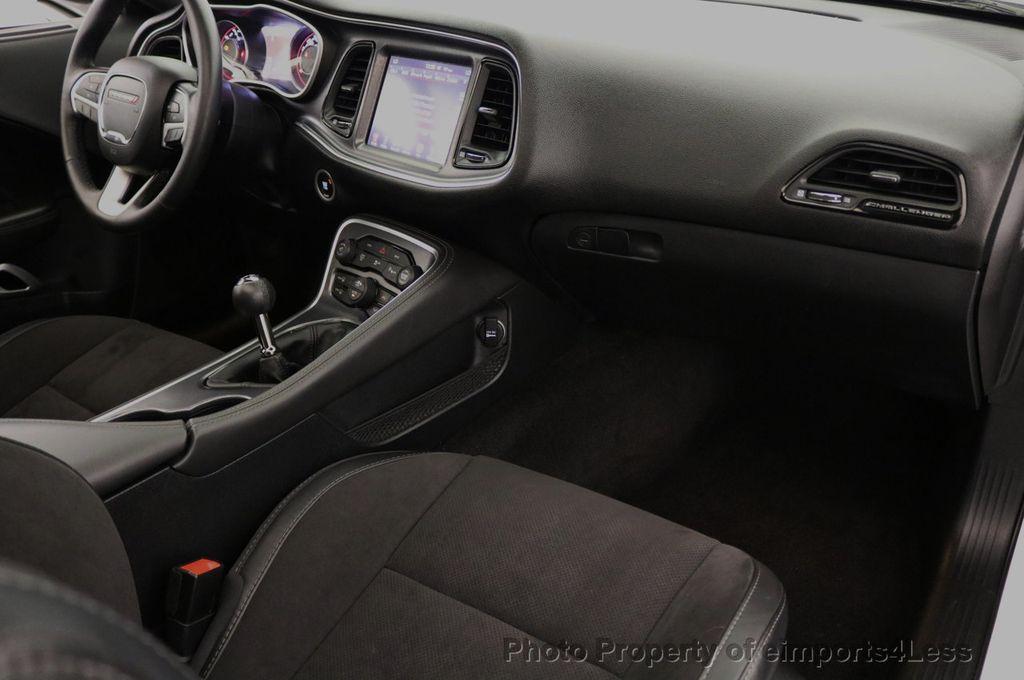 2015 Dodge Challenger CERTIFIED R/T SCAT PACK HEMI 6 SPEED SUNROOF NAVI - 17906801 - 37