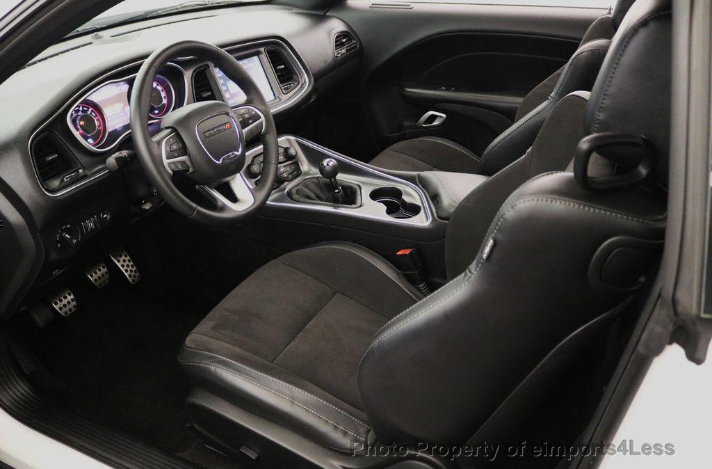 2015 Dodge Challenger CERTIFIED R/T SCAT PACK HEMI 6 SPEED SUNROOF NAVI - 17906801 - 40