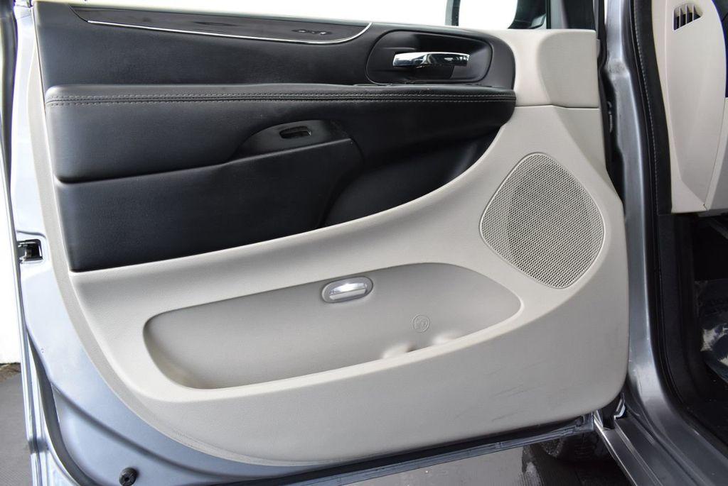 2015 Dodge Grand Caravan SE - 18663319 - 12