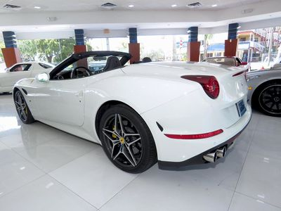 2015 Ferrari California 2dr Convertible - Click to see full-size photo viewer