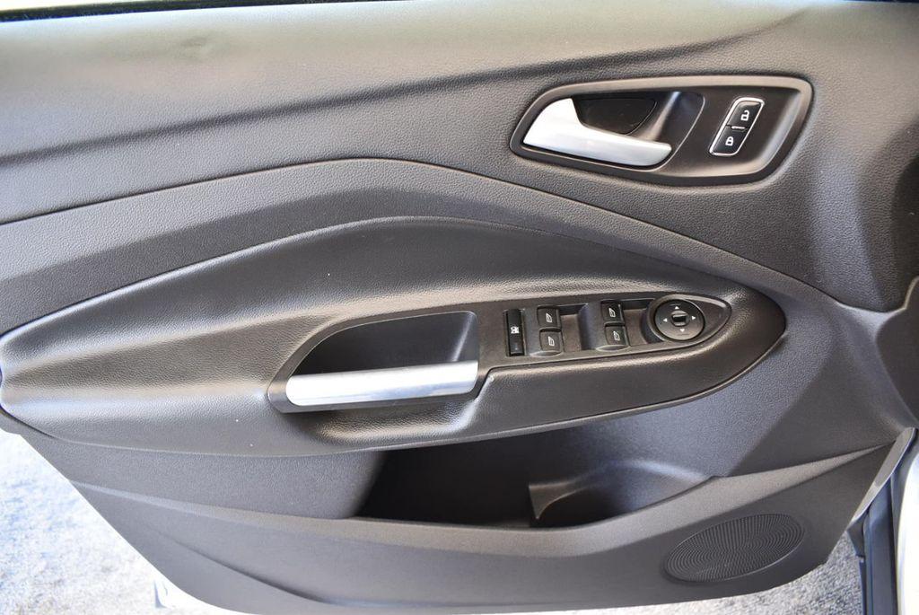 2015 Ford Escape FWD 4dr SE - 17924956 - 11