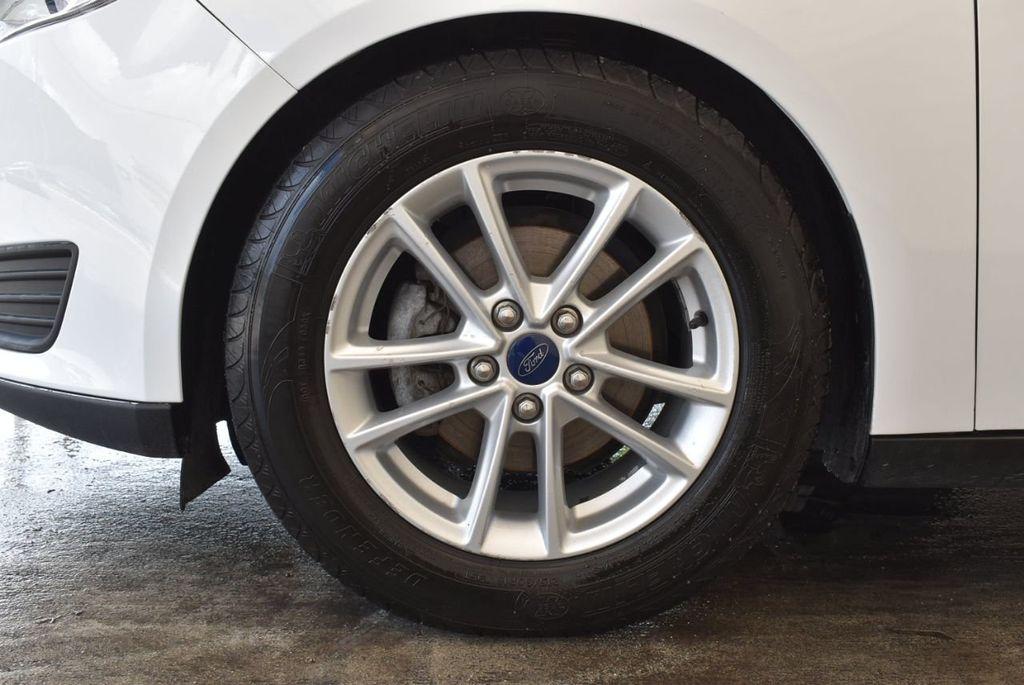 2015 Ford Focus 4dr Sedan SE - 17958519 - 11