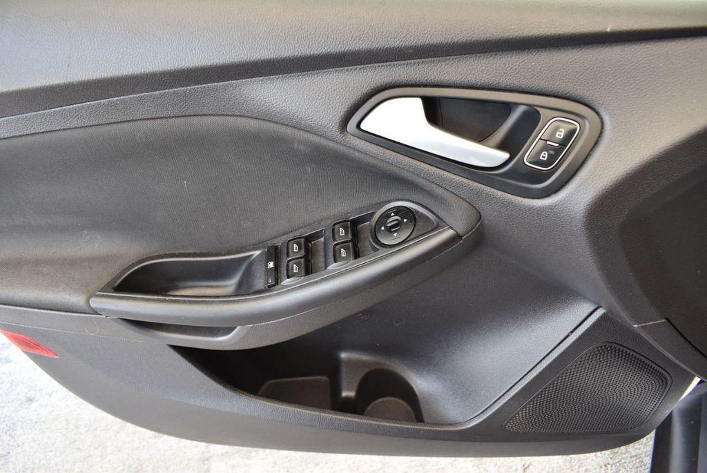 2015 Ford Focus 4dr Sedan SE - 17958519 - 13