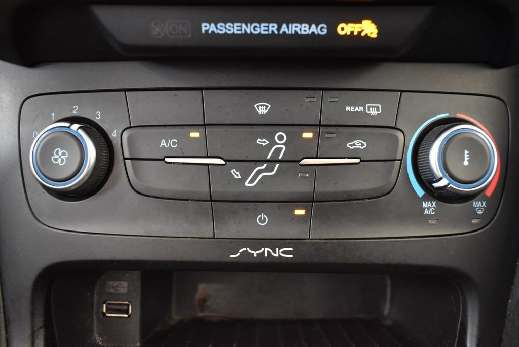 2015 Ford Focus 4dr Sedan SE - 17958519 - 19