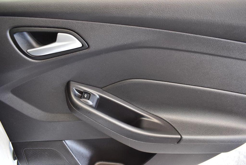 2015 Ford Focus 4dr Sedan SE - 17958519 - 22