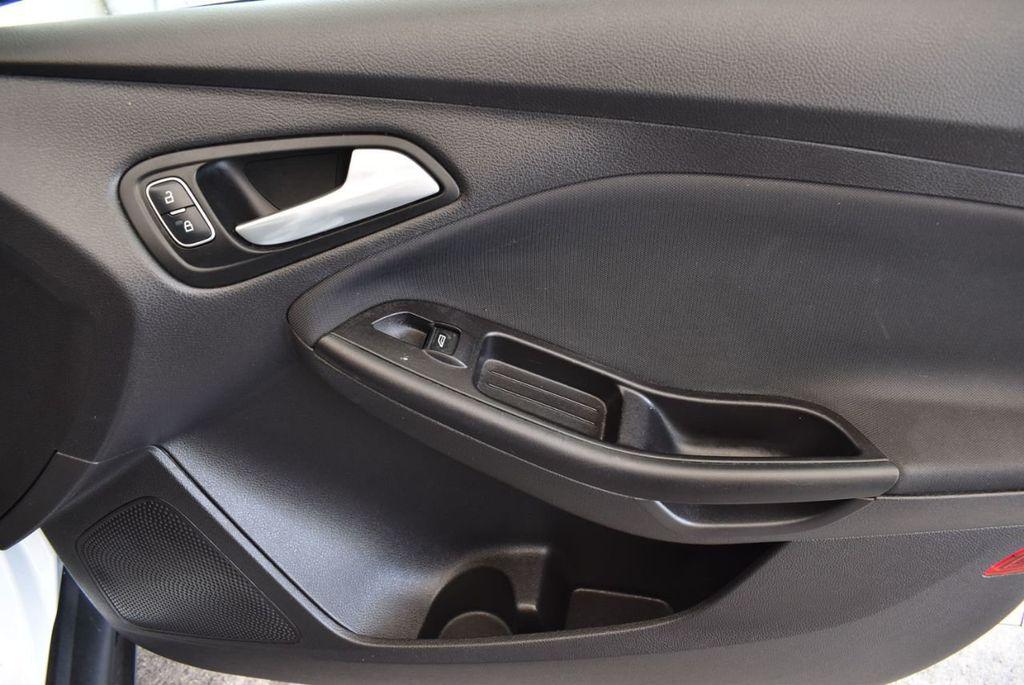 2015 Ford Focus 4dr Sedan SE - 17958519 - 24