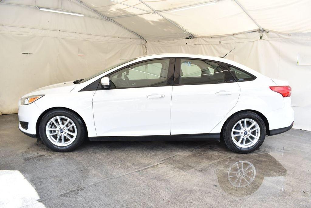 2015 Ford Focus 4dr Sedan SE - 17958519 - 4