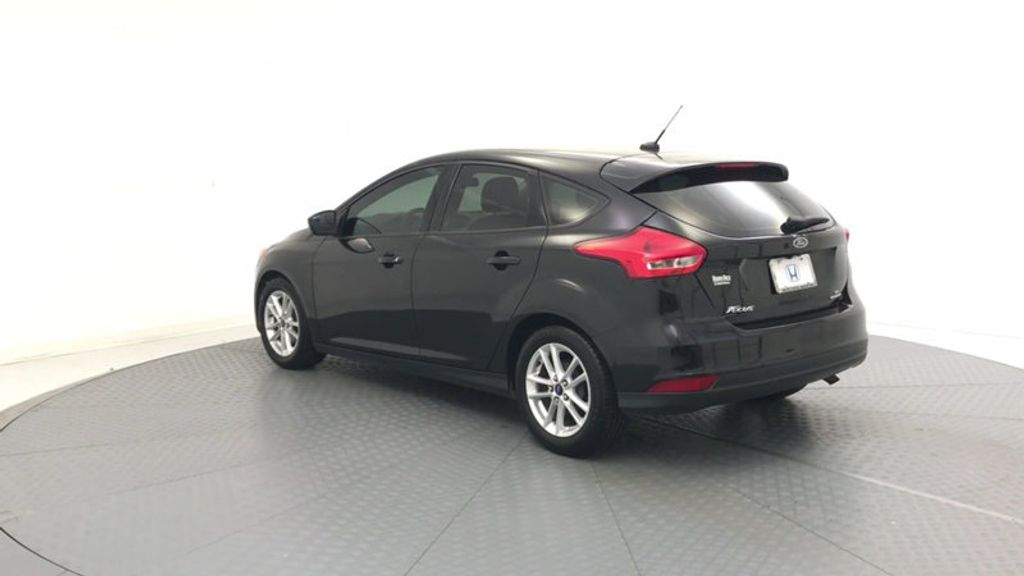 2015 Ford Focus 5dr Hatchback SE - 17999969 - 5