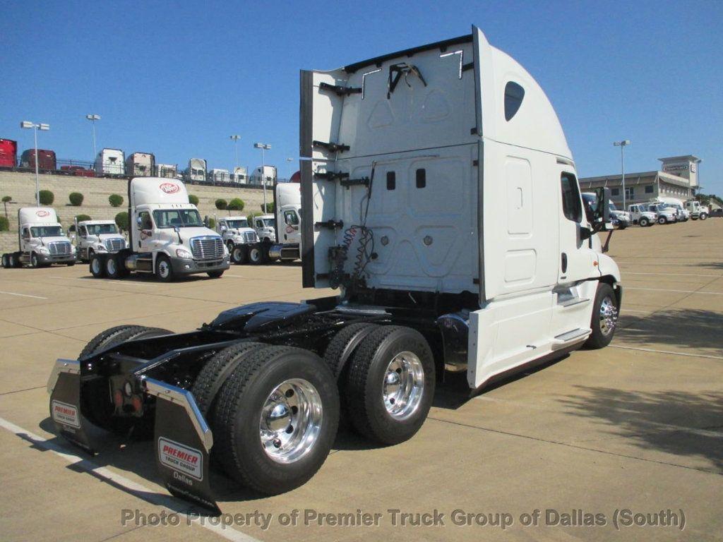 2015 Freightliner Cascadia  - 18142501 - 4