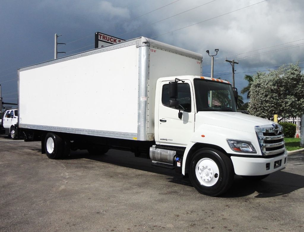 2015 HINO 268A 26FT DRY BOX TRUCK. CARGO TRUCK WITH LIFTGATE - 19274492 - 0