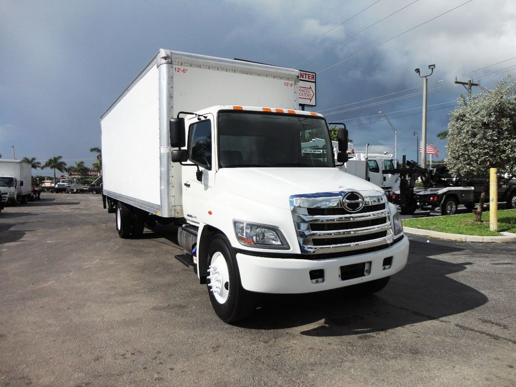 2015 HINO 268A 26FT DRY BOX TRUCK. CARGO TRUCK WITH LIFTGATE - 19274492 - 1