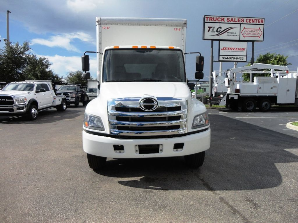 2015 HINO 268A 26FT DRY BOX TRUCK. CARGO TRUCK WITH LIFTGATE - 19274492 - 2