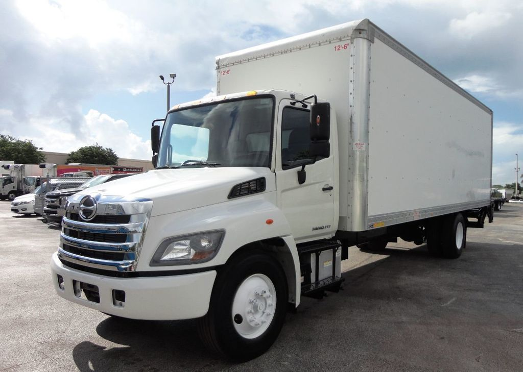 2015 HINO 268A 26FT DRY BOX TRUCK. CARGO TRUCK WITH LIFTGATE - 19274492 - 3