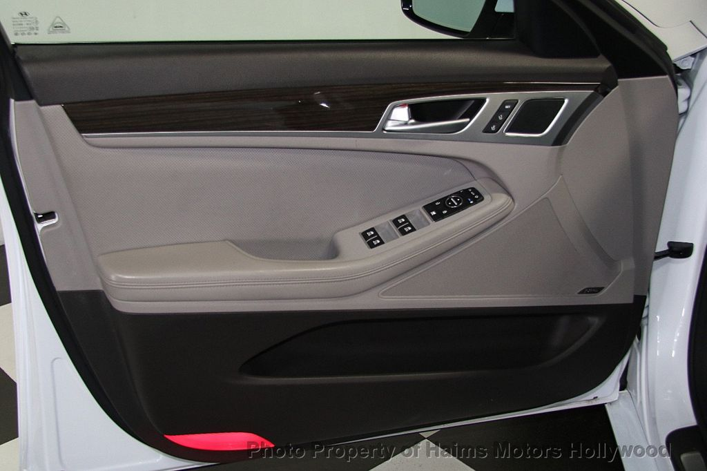 2015 Hyundai Genesis Base Trim - 16577530 - 9