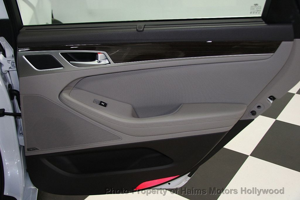 2015 Hyundai Genesis Base Trim - 16577530 - 11