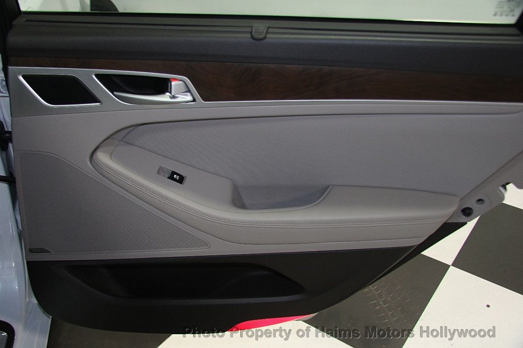 2015 Hyundai Genesis Base Trim - 17521492 - 12