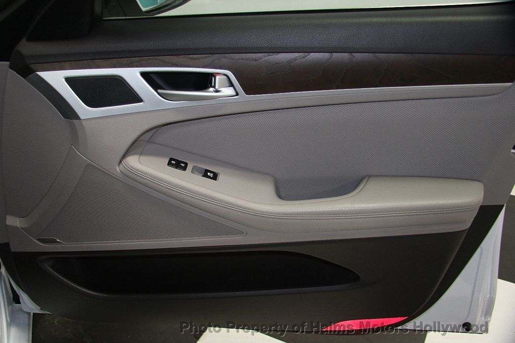 2015 Hyundai Genesis Base Trim - 17521492 - 13