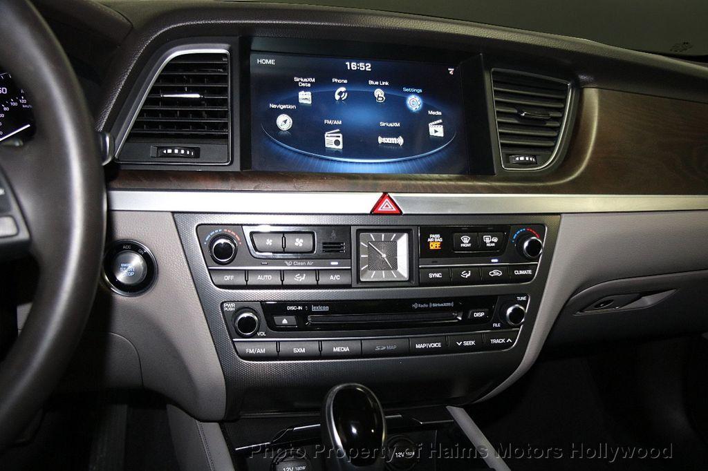 2015 Hyundai Genesis Base Trim - 17521492 - 19